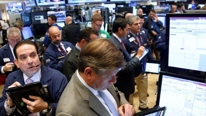 Profits season starts as White House battle heats up