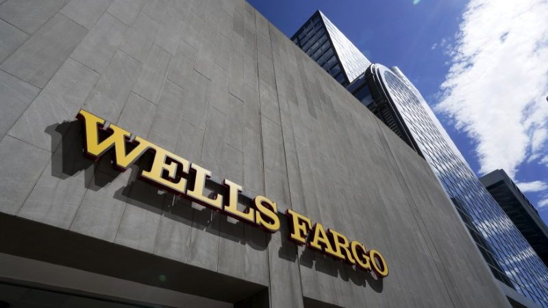 Wells Fargo expands operating committee, creates internet based solutions group