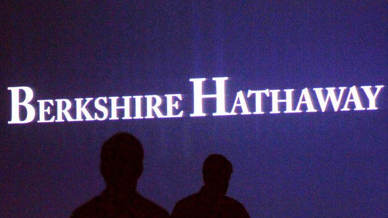 Berkshire profit falls 24 %, keeps Wells Fargo stake